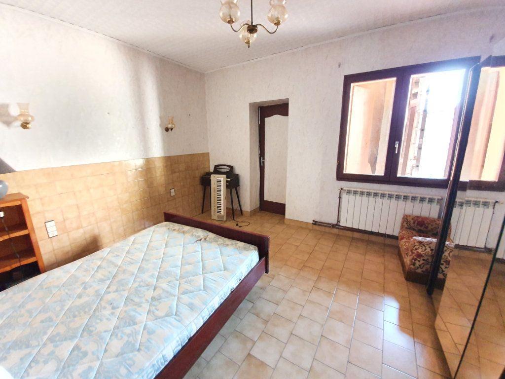 Maison à vendre 5 150m2 à Castelnau-d'Auzan vignette-5