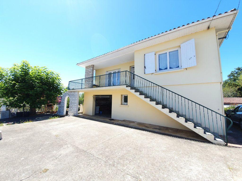 Maison à vendre 8 207m2 à Cazaubon vignette-1
