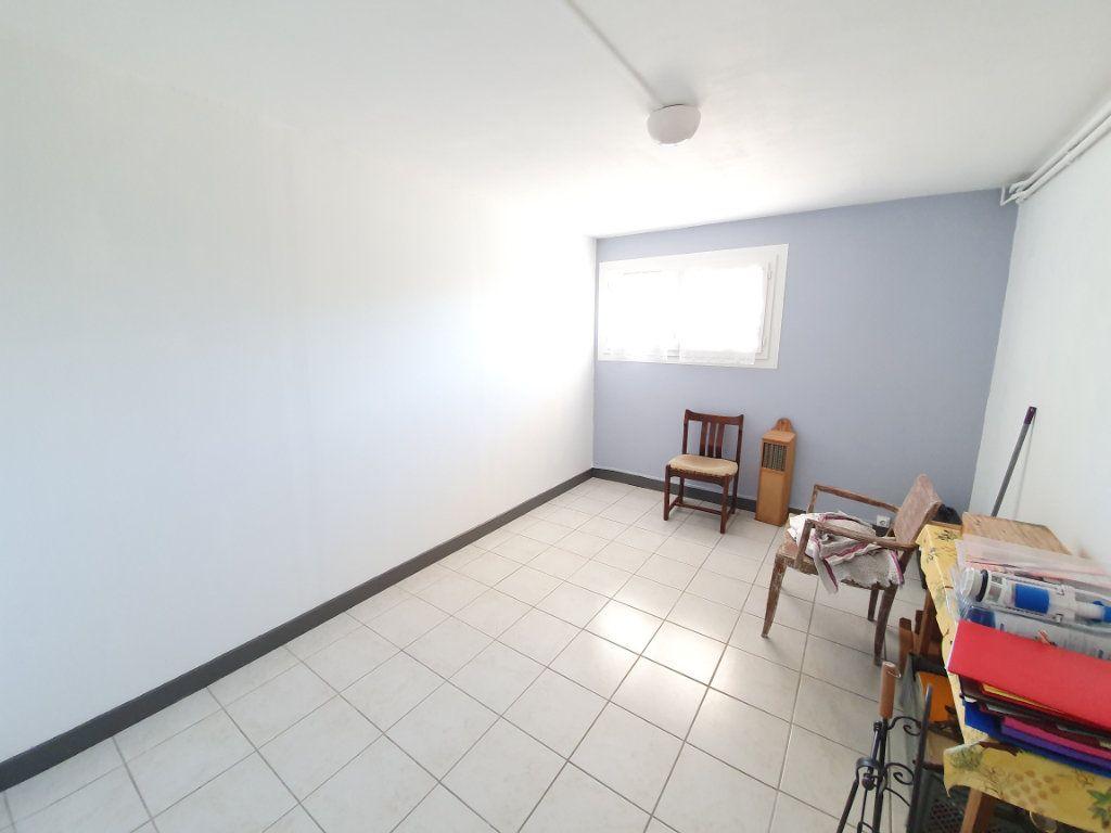 Maison à vendre 8 207m2 à Cazaubon vignette-11