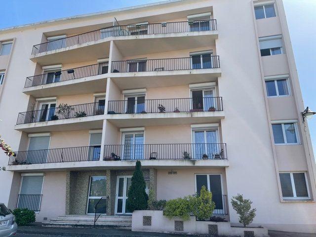 Appartement à louer 4 110m2 à Mont-de-Marsan vignette-1