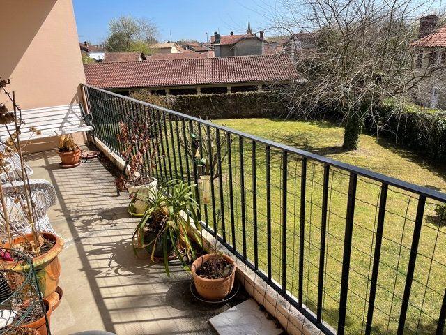 Appartement à louer 4 110m2 à Mont-de-Marsan vignette-2