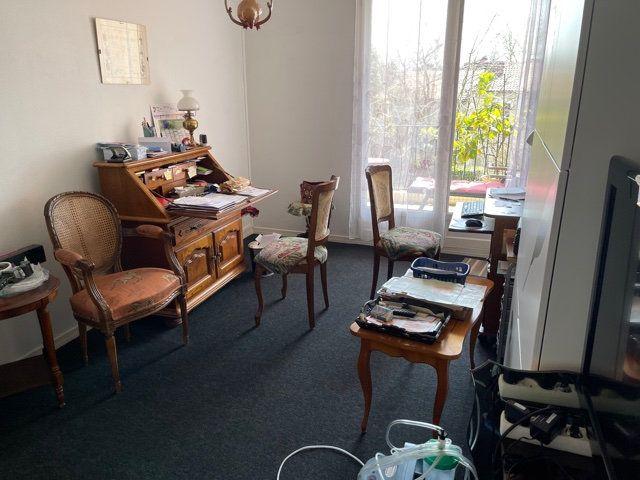 Appartement à louer 4 110m2 à Mont-de-Marsan vignette-3