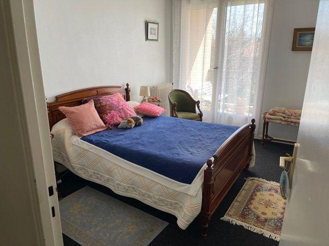 Appartement à louer 4 110m2 à Mont-de-Marsan vignette-4