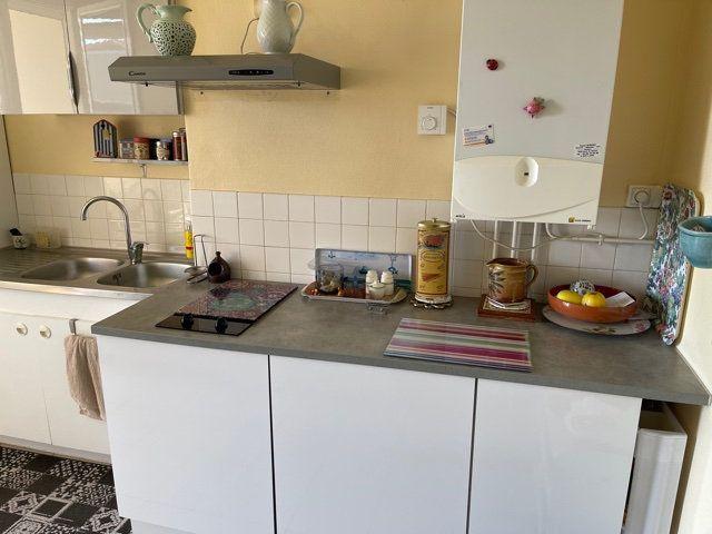Appartement à louer 4 110m2 à Mont-de-Marsan vignette-6