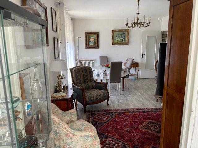 Appartement à louer 4 110m2 à Mont-de-Marsan vignette-8