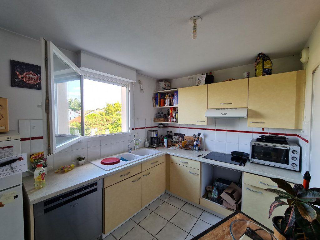 Appartement à louer 3 63.49m2 à Mont-de-Marsan vignette-1