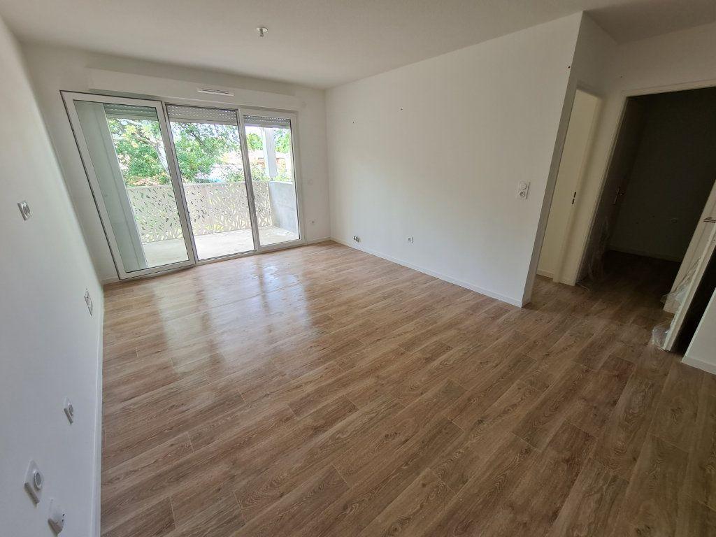 Appartement à louer 2 40.48m2 à Saint-Pierre-du-Mont vignette-1