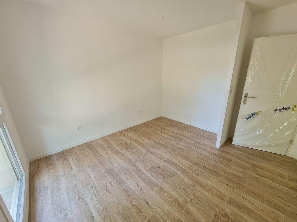 Appartement à louer 2 40.48m2 à Saint-Pierre-du-Mont vignette-2