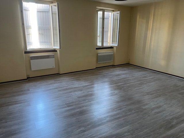 Appartement à louer 1 40m2 à Saint-Sever vignette-1