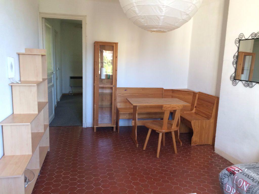 Appartement à louer 2 39.68m2 à Ollioules vignette-4