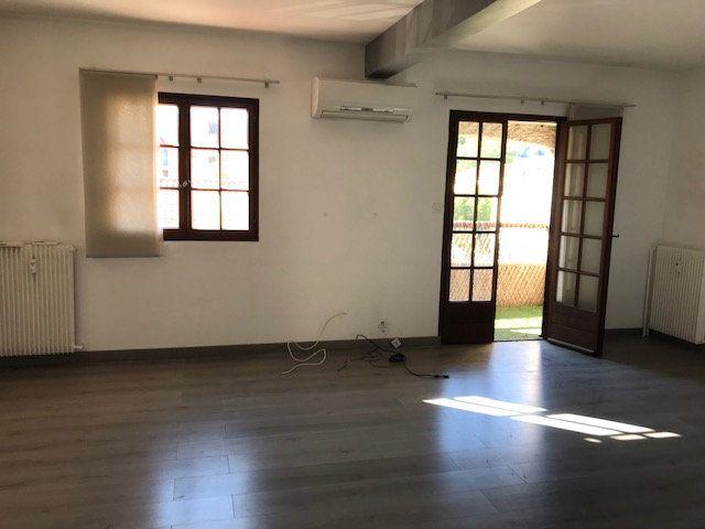 Appartement à louer 3 68m2 à Le Beausset vignette-2