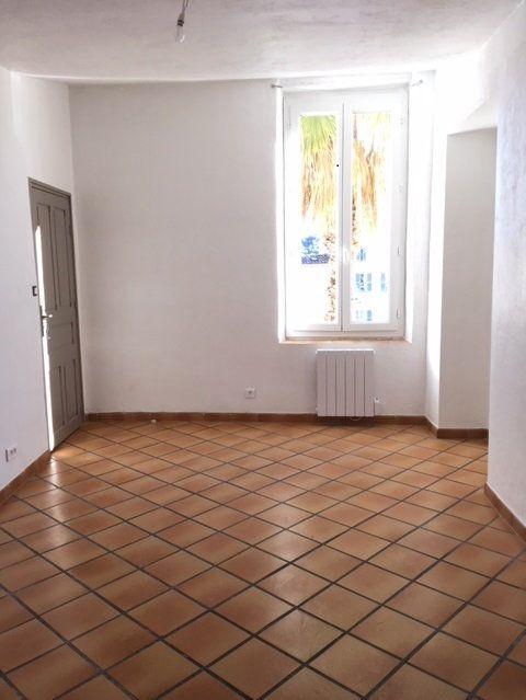 Appartement à louer 4 75m2 à Ollioules vignette-2