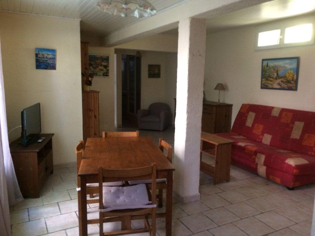 Appartement à louer 2 45m2 à Sanary-sur-Mer vignette-2