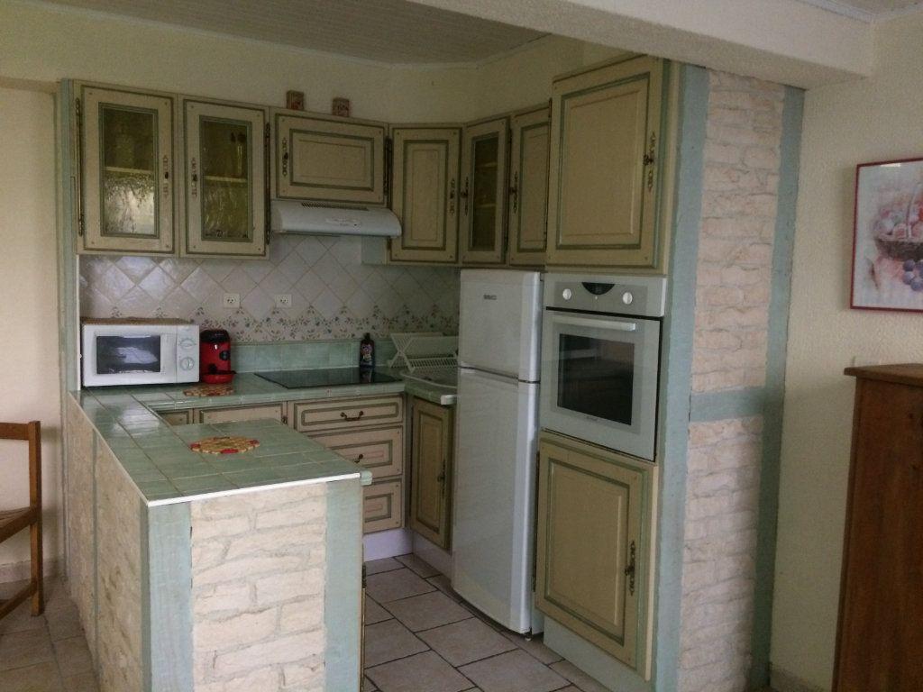 Appartement à louer 2 45m2 à Sanary-sur-Mer vignette-3