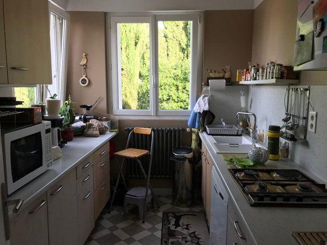 Appartement à louer 5 78.45m2 à Le Beausset vignette-2