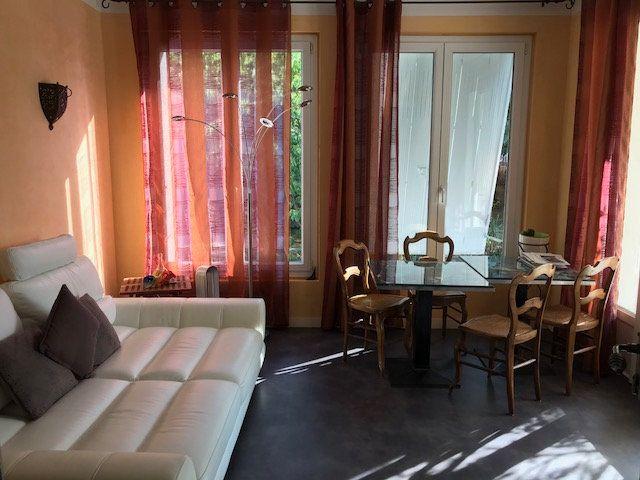 Appartement à louer 5 78.45m2 à Le Beausset vignette-4