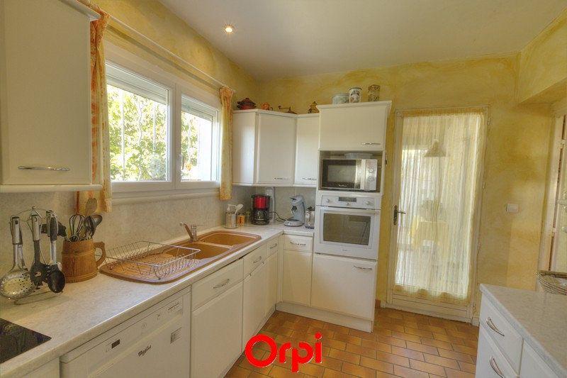 Maison à vendre 7 175m2 à Sanary-sur-Mer vignette-5