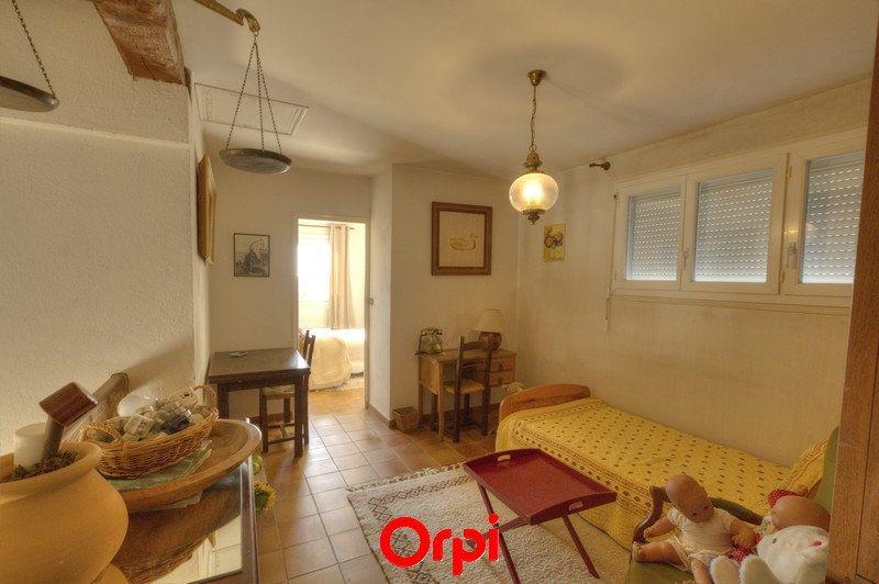 Maison à vendre 7 175m2 à Sanary-sur-Mer vignette-10