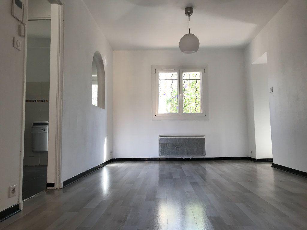 Appartement à louer 4 65m2 à Six-Fours-les-Plages vignette-4