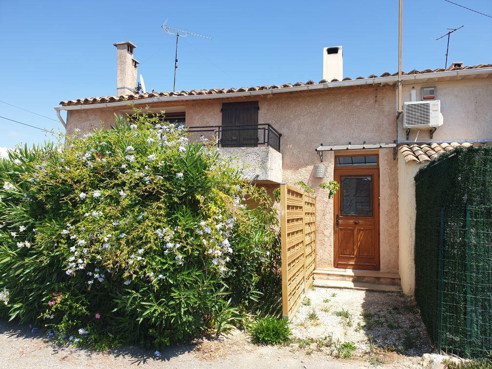 Appartement à louer 4 84.05m2 à Saint-Cyr-sur-Mer vignette-1