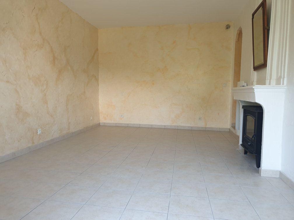 Appartement à louer 4 84.05m2 à Saint-Cyr-sur-Mer vignette-4