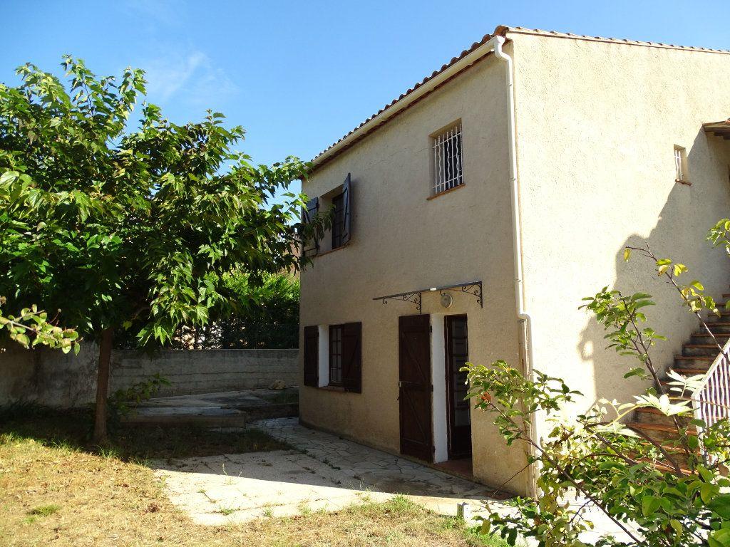 Maison à vendre 6 142m2 à Sanary-sur-Mer vignette-1