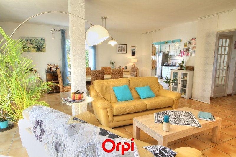 Maison à vendre 5 120m2 à Sanary-sur-Mer vignette-3