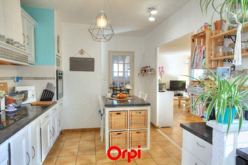 Maison à vendre 5 120m2 à Sanary-sur-Mer vignette-5