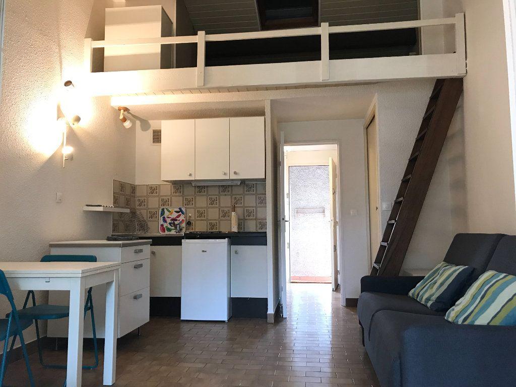 Appartement à louer 1 22.48m2 à Saint-Cyr-sur-Mer vignette-1