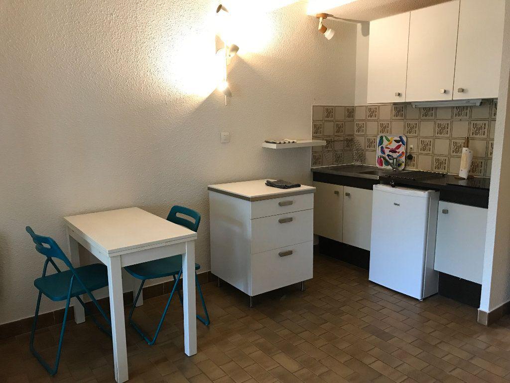 Appartement à louer 1 22.48m2 à Saint-Cyr-sur-Mer vignette-3