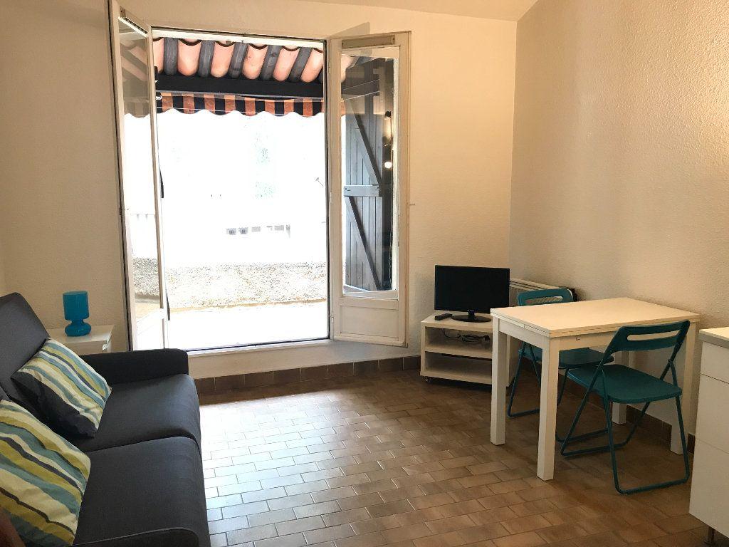 Appartement à louer 1 22.48m2 à Saint-Cyr-sur-Mer vignette-4