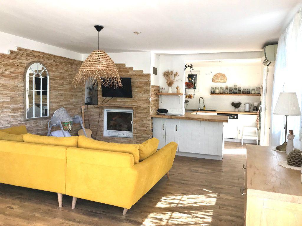 Maison à vendre 6 140m2 à Sanary-sur-Mer vignette-1