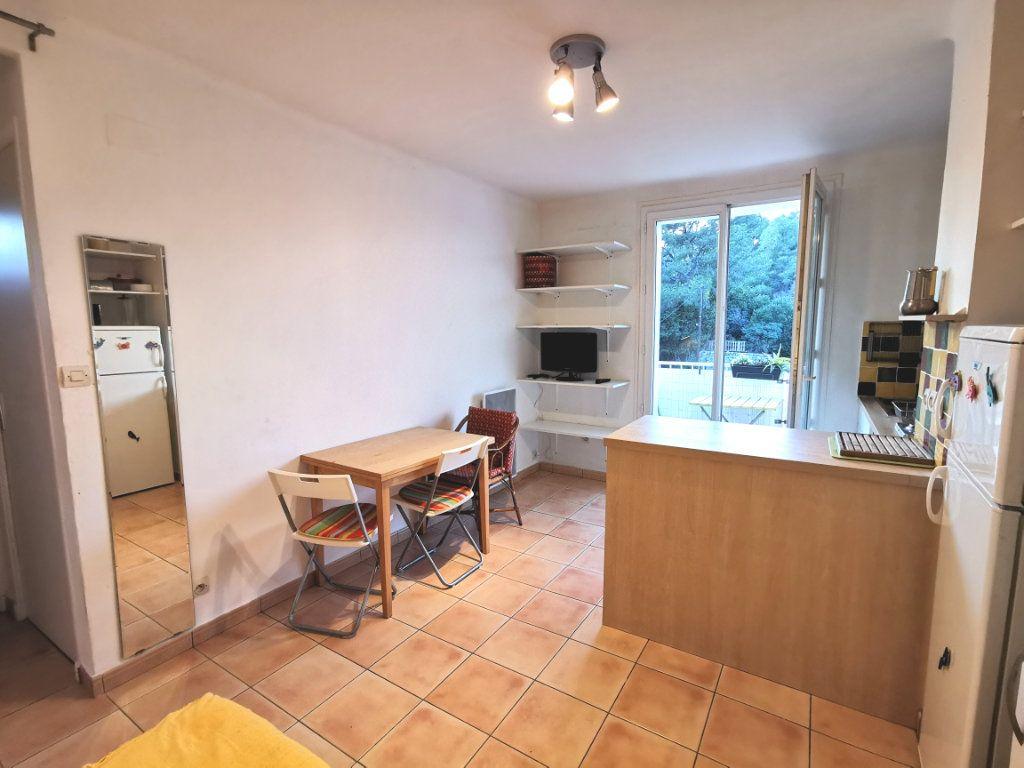 Appartement à vendre 2 27m2 à La Seyne-sur-Mer vignette-1