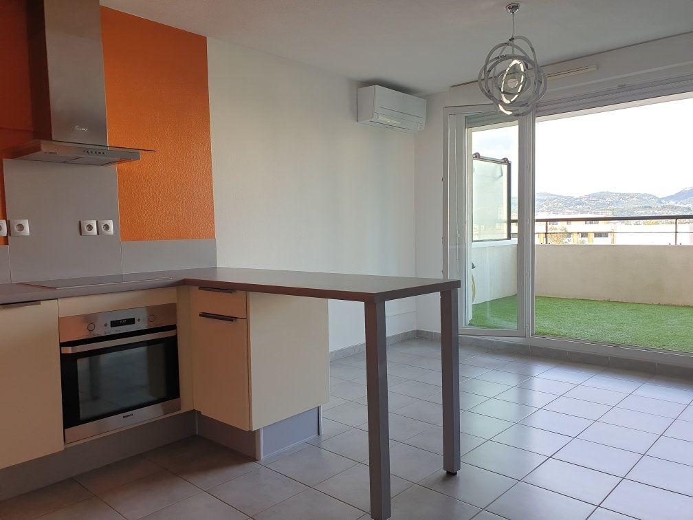 Appartement à louer 2 38.41m2 à La Seyne-sur-Mer vignette-1