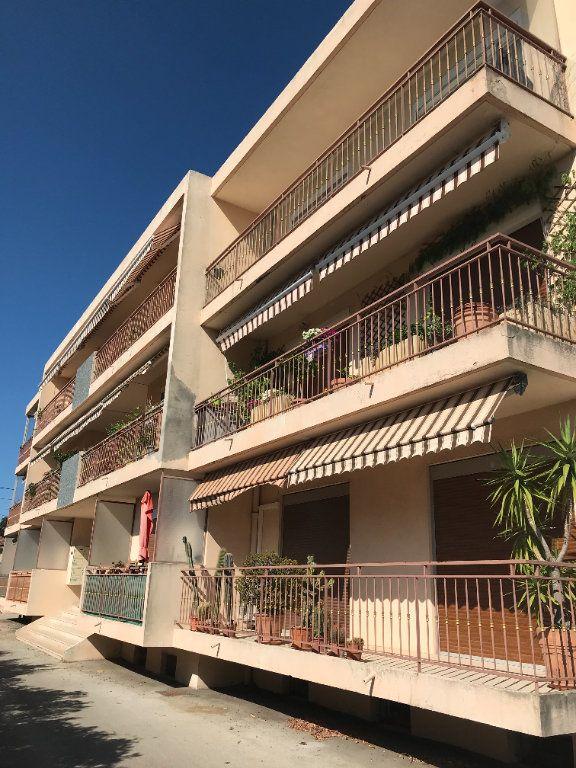 Appartement à louer 4 95.06m2 à Toulon vignette-1