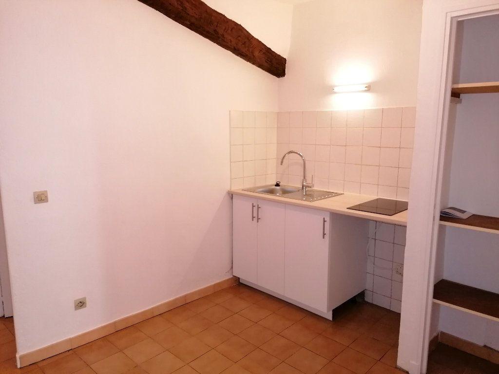 Appartement à louer 1 30m2 à Ollioules vignette-1