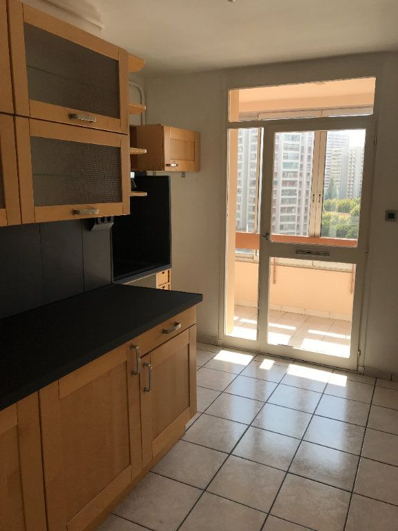 Appartement à louer 4 102m2 à Toulon vignette-1