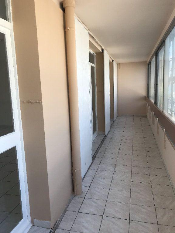 Appartement à louer 4 102m2 à Toulon vignette-3
