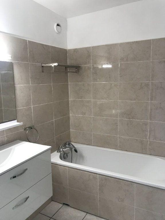 Appartement à louer 4 102m2 à Toulon vignette-4