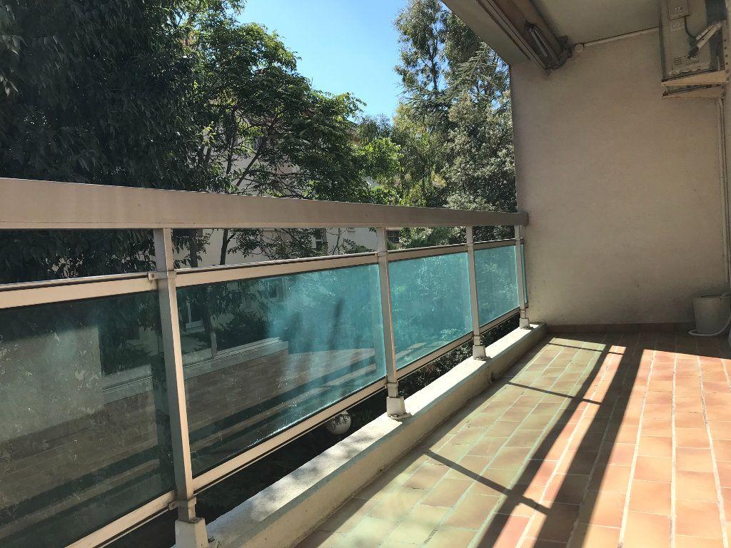 Appartement à louer 2 46m2 à Toulon vignette-1