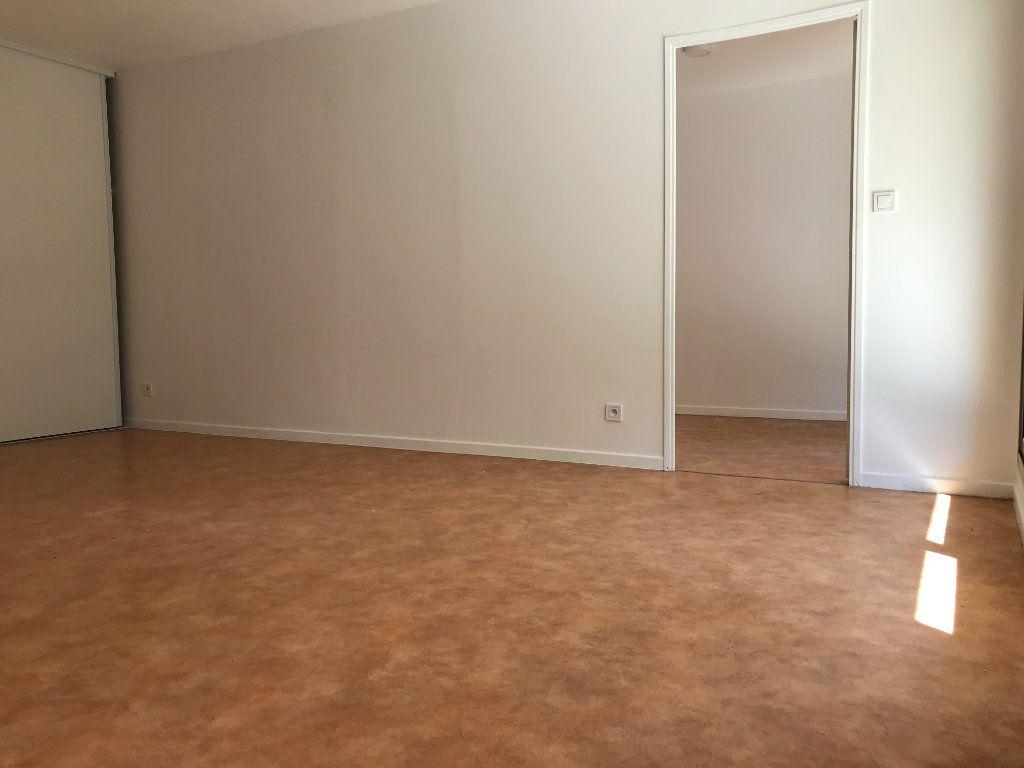Appartement à louer 2 46m2 à Toulon vignette-4