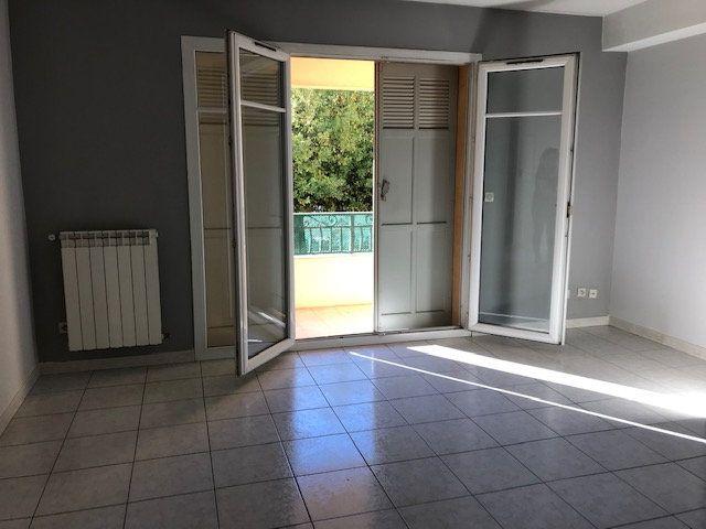 Appartement à louer 2 50m2 à Le Beausset vignette-2