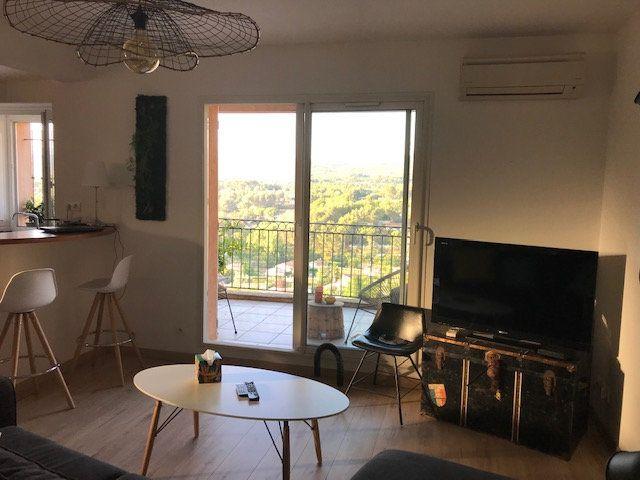 Appartement à louer 3 72m2 à Le Beausset vignette-1