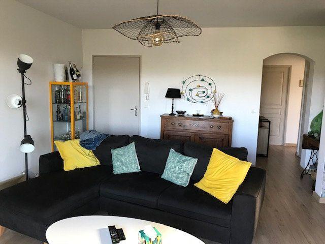 Appartement à louer 3 72m2 à Le Beausset vignette-2