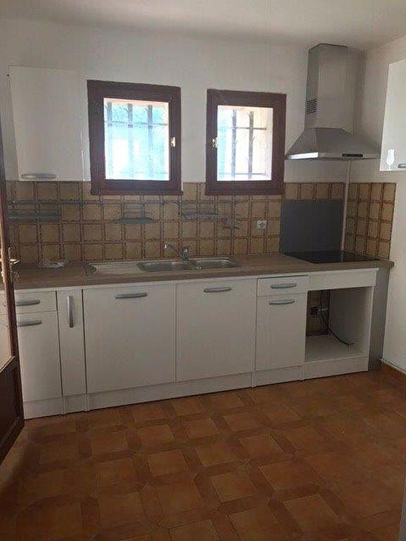 Appartement à louer 3 70m2 à Le Beausset vignette-3
