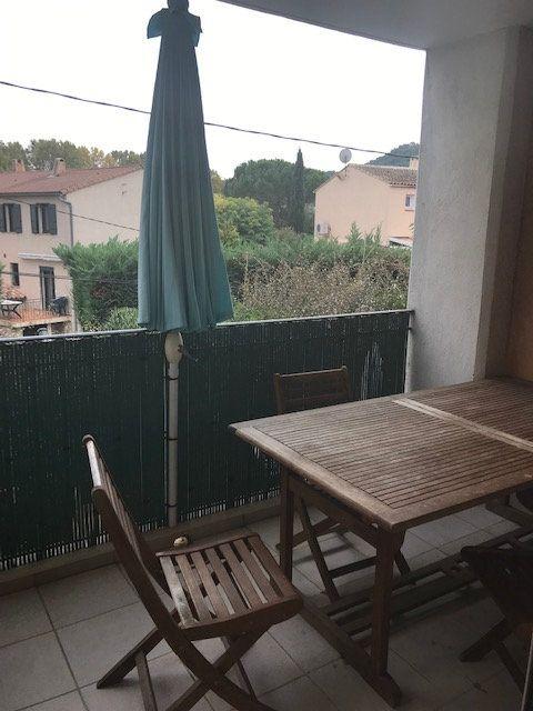 Appartement à louer 3 67m2 à Le Beausset vignette-3