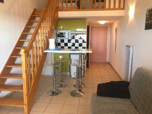 Appartement à louer 1 30m2 à Signes vignette-1