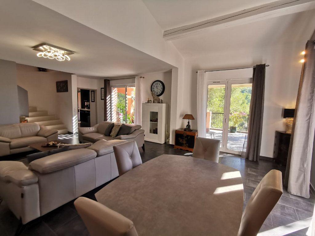 Maison à vendre 6 201.39m2 à Le Revest-les-Eaux vignette-2