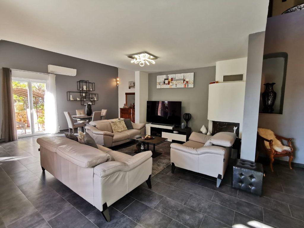 Maison à vendre 6 201.39m2 à Le Revest-les-Eaux vignette-3