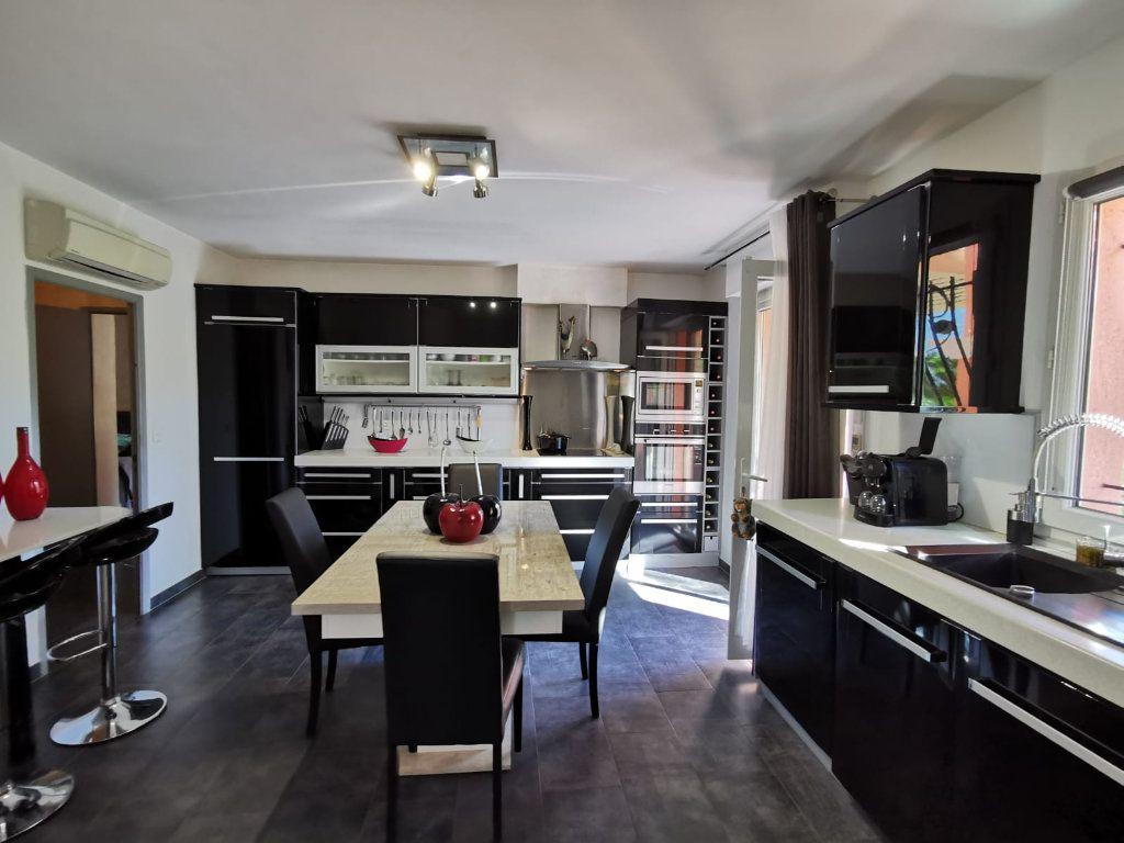 Maison à vendre 6 201.39m2 à Le Revest-les-Eaux vignette-4